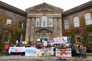 A protest occurs at Simcoe Hall. Jennifer Su/THE VARSITY